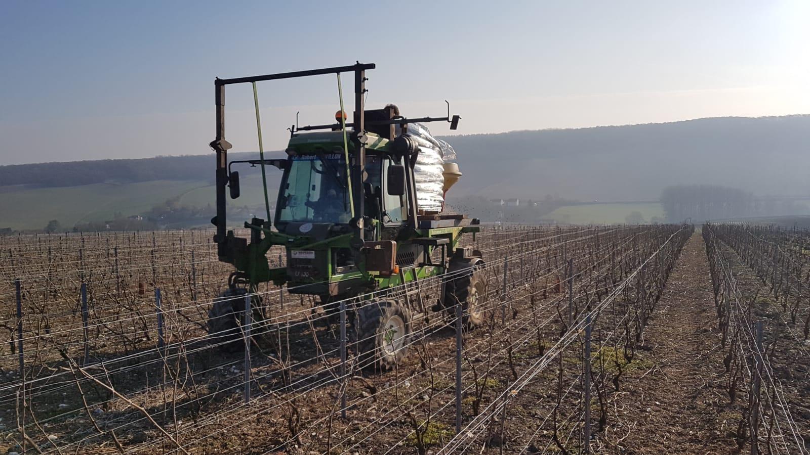 Au Vignoble : Epandages des engrais Bio
